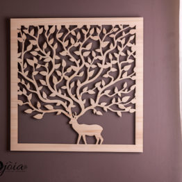 cerf arbre en bois sur mur