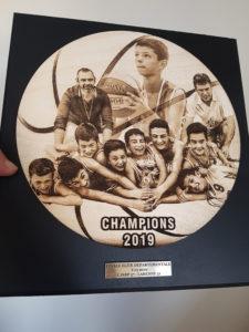 trophée de basket bois