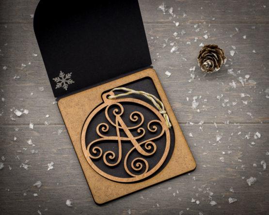 boule noel initiale bois cadeau