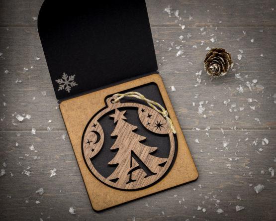 boule noel initiale bois forme sapin cadeau