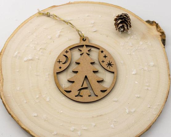 boule noel initiale bois forme sapin mdf sur rondin