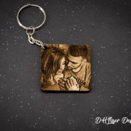 porte cle bois photo couple carre fond noir