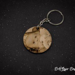 Porte clé bois photo bebe rond fond noir
