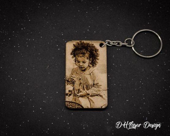 Porte clé bois photo fille rectangle fond noir